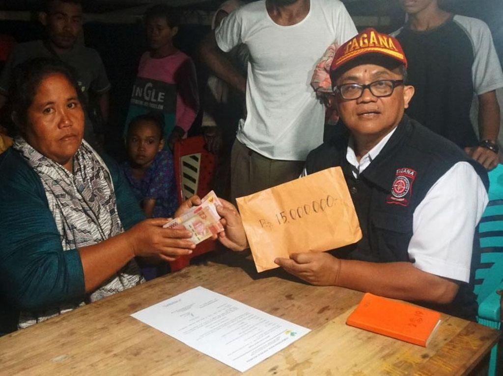 Total Kemensos menyalurkan bantuan Rp 1,39 miliar bagi korban gempa Maluku Utara. Pool/Kemensos.