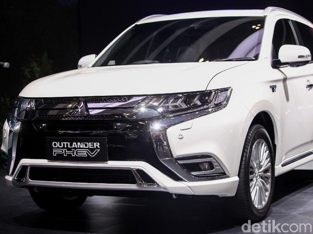 Kemunculan Mitsubishi Outlander PHEV ini menjadi bukti kehebatan pabrikan mobil asal Jepang ini dalam membuat kendaraan selama 100 tahun terakhir.