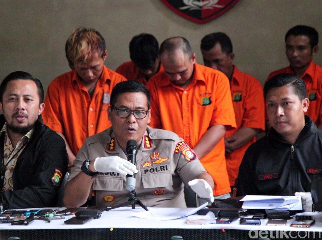 Kabid Humas Polda Metro Jaya, Kombes Pol Argo Yuwono mengatakan pihaknya menangkap 24 tersangka.