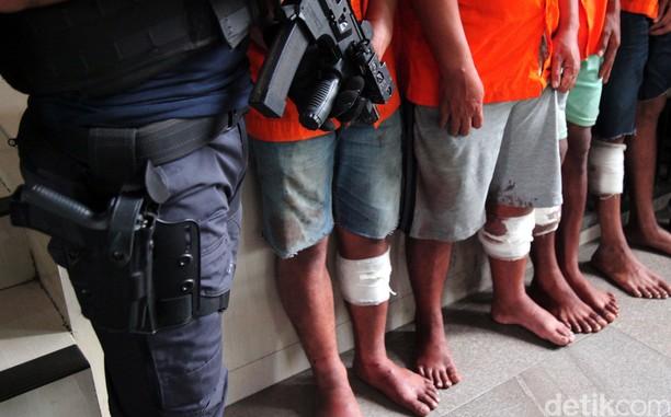Para Tersangka Kasus Kejahatan Dijejer di Polda Metro Jaya