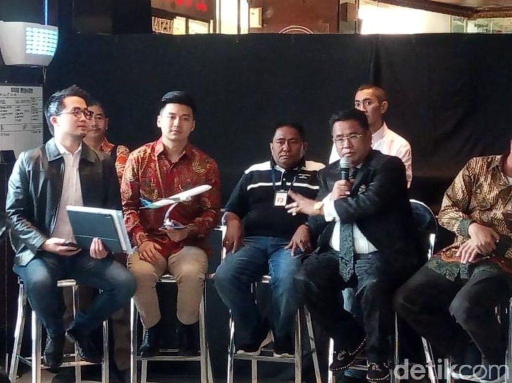 Penandatanganan perjanjian perdamaian itu juga disaksikan oleh Direktur Utama Garuda Indonesia Ari Ashkara, Ahli Hukum Hotman Paris, dan Kuasa Hukum Rius Abraham Sridjaja.
