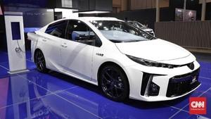 Prius Terganjal Regulasi untuk 'Sikat' Outlander PHEV