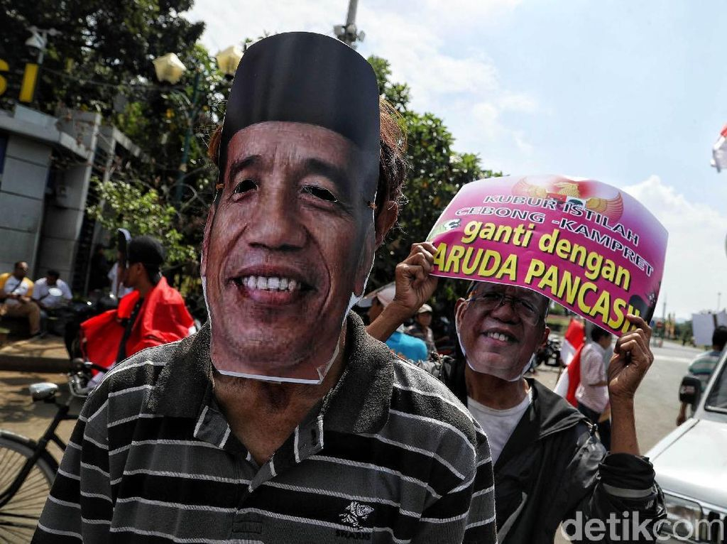 Aksi ini bertujuan untuk mengajak semua warga khususnya para pendukung Jokowi dan Prabowo menjaga persatuan Indonesia demi keutuhan NKRI.