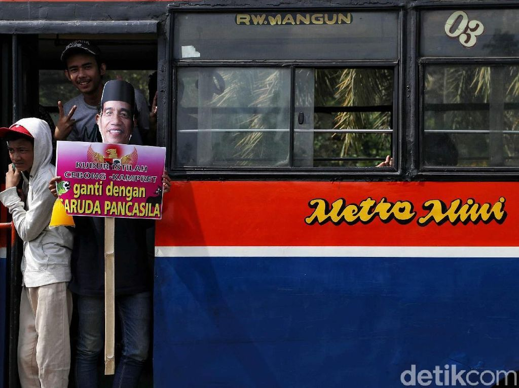 Mereka meminta masyarakat untuk mengubur istilah cebong dan kampret demi persatuan Indonesia.
