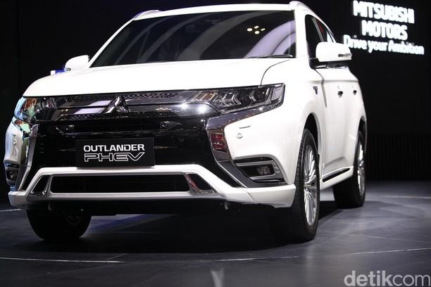 Intip Jeroan Mobil Hijau Outlander PHEV, Genset Berjalan Mitsubishi