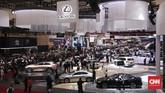 Suasana pameran otomotif Gaikindo Indonesia International Auto Show (GIIAS) 2019 di ICE BSD, Tangerang, Kamis (18/7). (CNNIndonesia/Safir Makki)