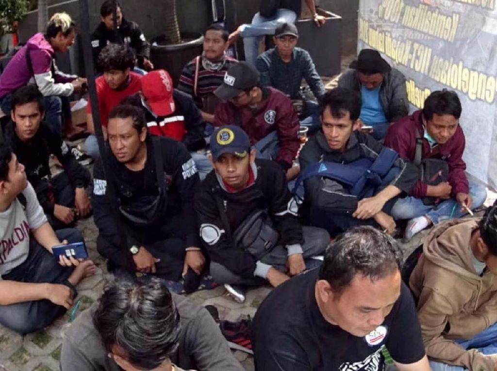 Mereka beraksi di depan gedung Komisi Pemberantasan Korupsi, Jakarta, Jumat (19/7/2019).