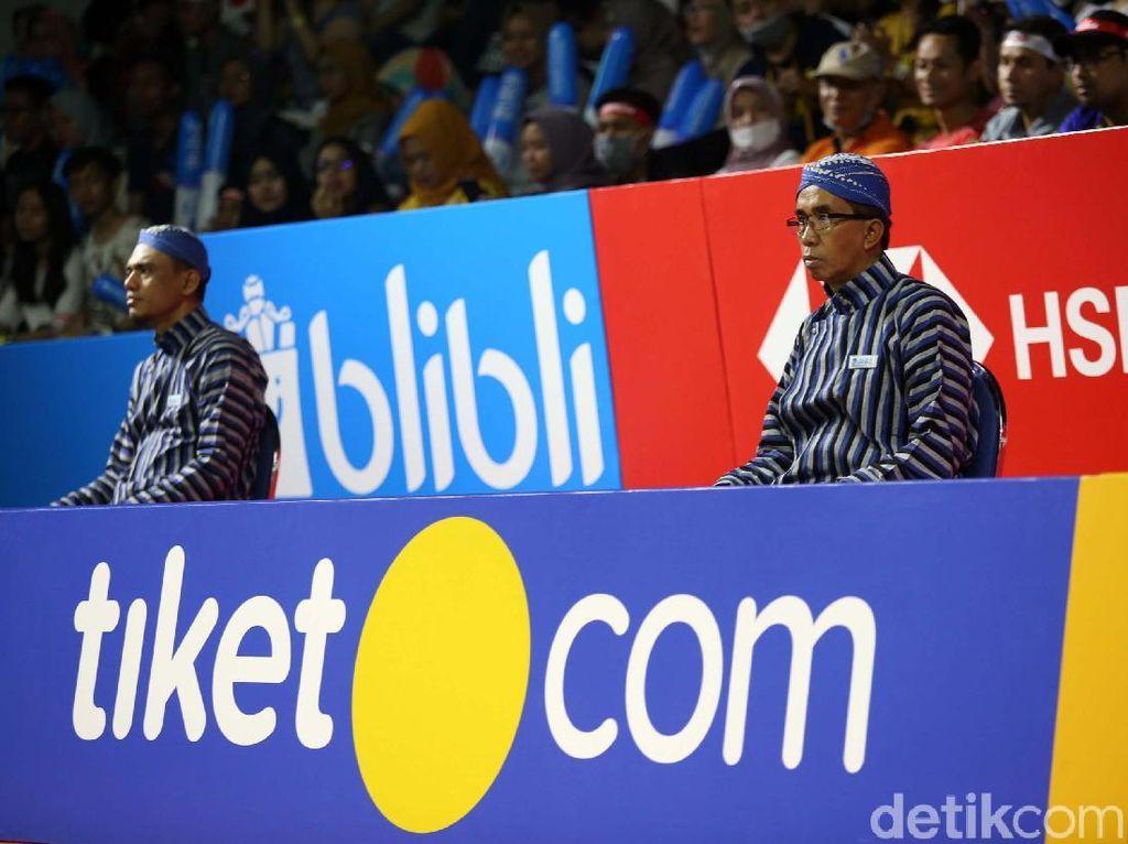 Hal ini tak lepas dari warna-warna sponsor di Indonesia Open, seperti Djarum mewakili warna merah dan biru dari Blibli.com.