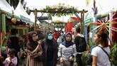Masyarakat antusias menyambut Lebaran Betawi 2019 yang berlangsung di lapangan silang Monas. (CNN Indonesia/Hesti Rika)
