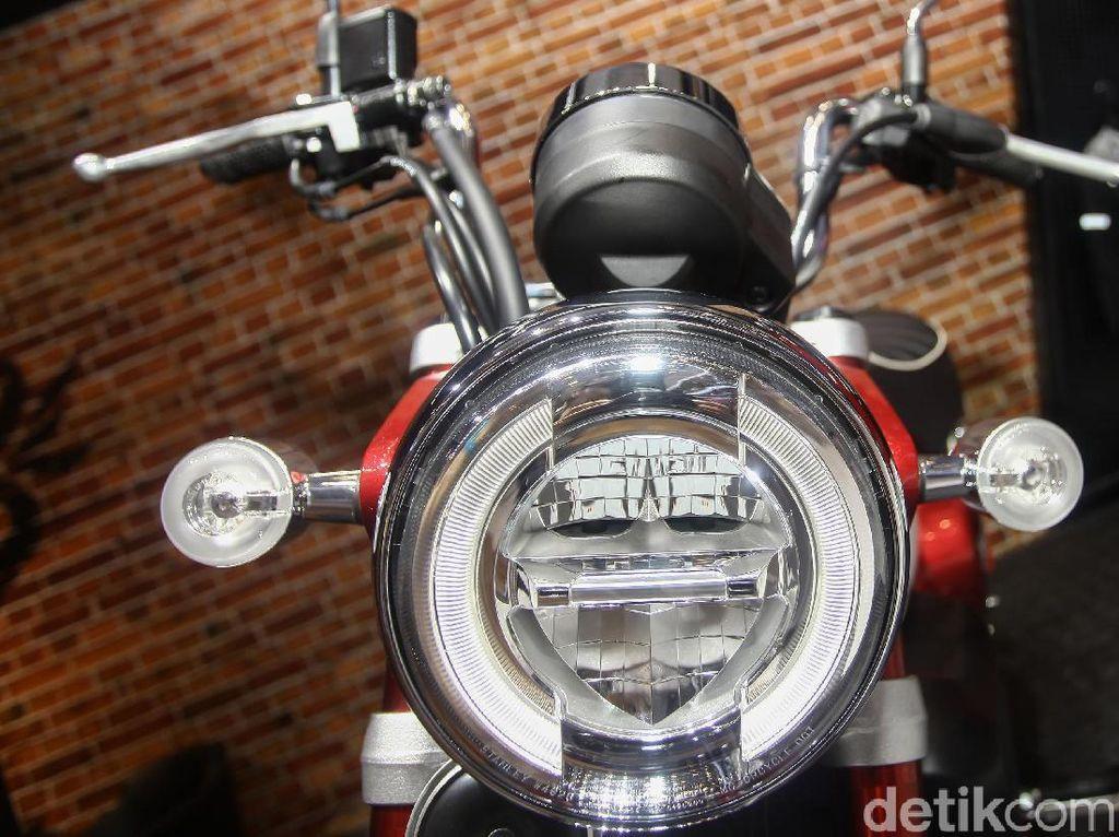 Keseluruhan pencahayaan sepeda motor ini sudah mengaplikasikan teknologi LED. Anak kunci dengan wave pattern memiliki motif logo Old Wing. Model ini juga telah menggunakan teknologi answer back system untuk memudahkan mencari sepeda motor bagi pengendaranya.