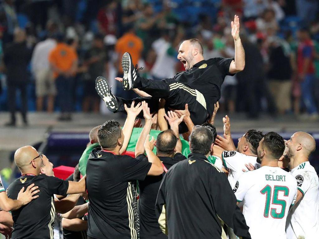 Tangan dingin Djamel Belmadi yang mengantar Aljazair memenangi Piala Afrika 2019. Foto: Mohamed Abd El Ghany / Reuters
