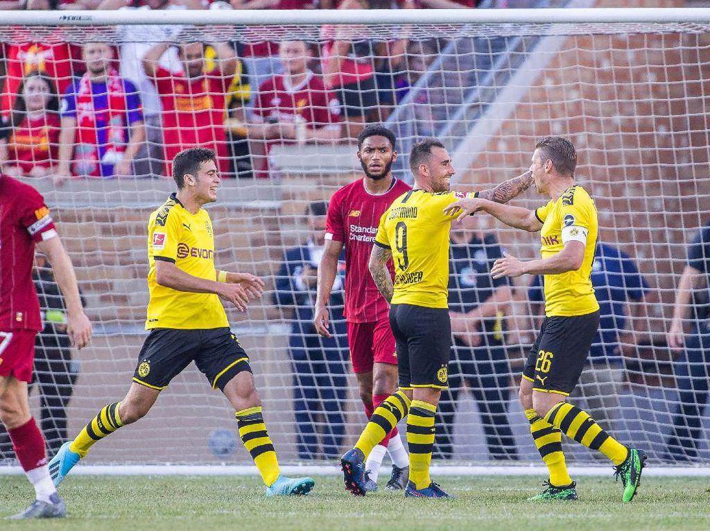 Paco Alcacer sudah berhasil membawa Dortmund unggul saat laga baru berjalan tiga menit. (Foto: Trevor Ruszkowski/Reuters)