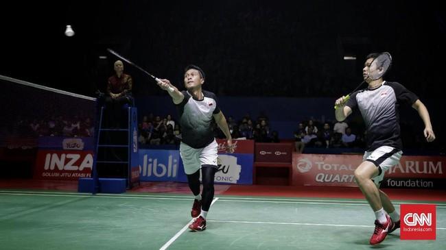 Ahsan/Hendra berupaya meredam permainan cepat yang ditampilkan pasangan Jepang. (CNN Indonesia/Adhi Wicaksono)