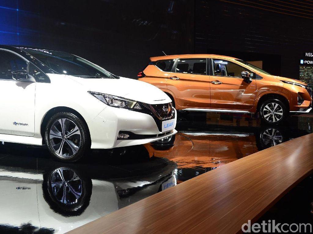 Sejak tahun 2010, Nissan LEAF telah terjual sebanyak 400.000 unit, dan menjadi kendaraan listrik murni terlaris di dunia. Tahun ini, Nissan telah memperkenalkan kendaraan listrik ini ke Australia, Selandia Baru, Singapura, Korea Selatan, Thailand, Hong Kong, dan Malaysia.