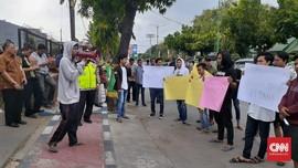 Petani Protes Harga Garam Anjlok Tak Sampai Rp500 Per Kg