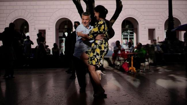 Bulan lalu, Kuba juga menjadi tuan rumah babak kualifikasi Karibia pertama untuk Tango World Championship di Buenos Aires, Argentina. (REUTERS/Alexandre Meneghini TPX IMAGES OF THE DAY).