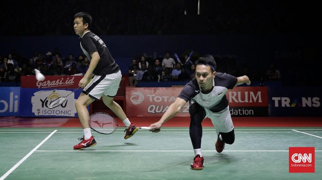 Mohammad Ahsan/Hendra Setiawan sempat kewalahan menghadapi Takuro Hoki/Yugo Kobayashi pada gim pertama yang berakhir dengan kekalahan 17-21. (CNN Indonesia/Adhi Wicaksono)