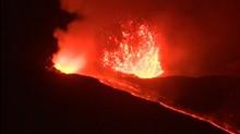 Gunung Api Terbesar di Eropa Erupsi, Dua Bandara Ditutup
