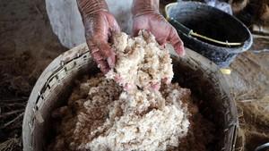 FOTO: Produksi Garam 'Langka' dari Air Sungai di Grobogan