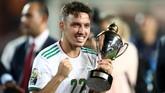 Kemenangan Aljazair semakin indah bagi Ismael Bennacer yang mendapat penghargaan sebagai pemain muda terbaik di Piala Afrika 2019. (REUTERS/Sumaya Hisham)