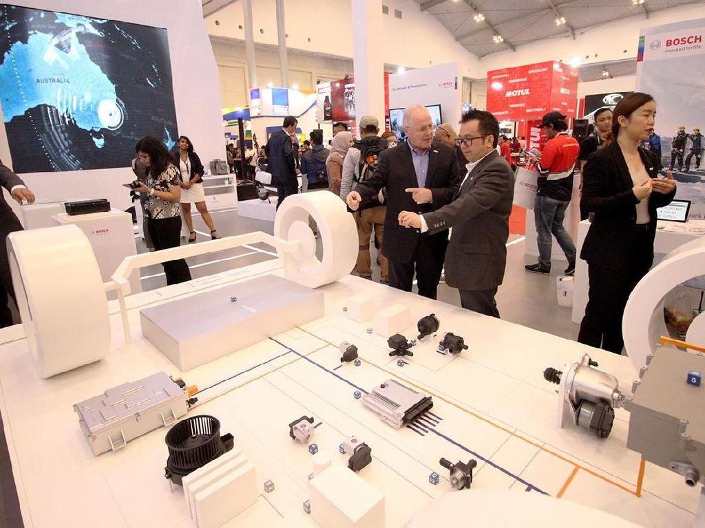 Bosch sebagai perusahaan teknologi otomotif, menampilkan teknologi yang membangun mobilitas saat ini dan masa depan dengan tiga domain mobilitas: konektivitas, automasi dan elektrifikasi. Foto: dok. Bosch
