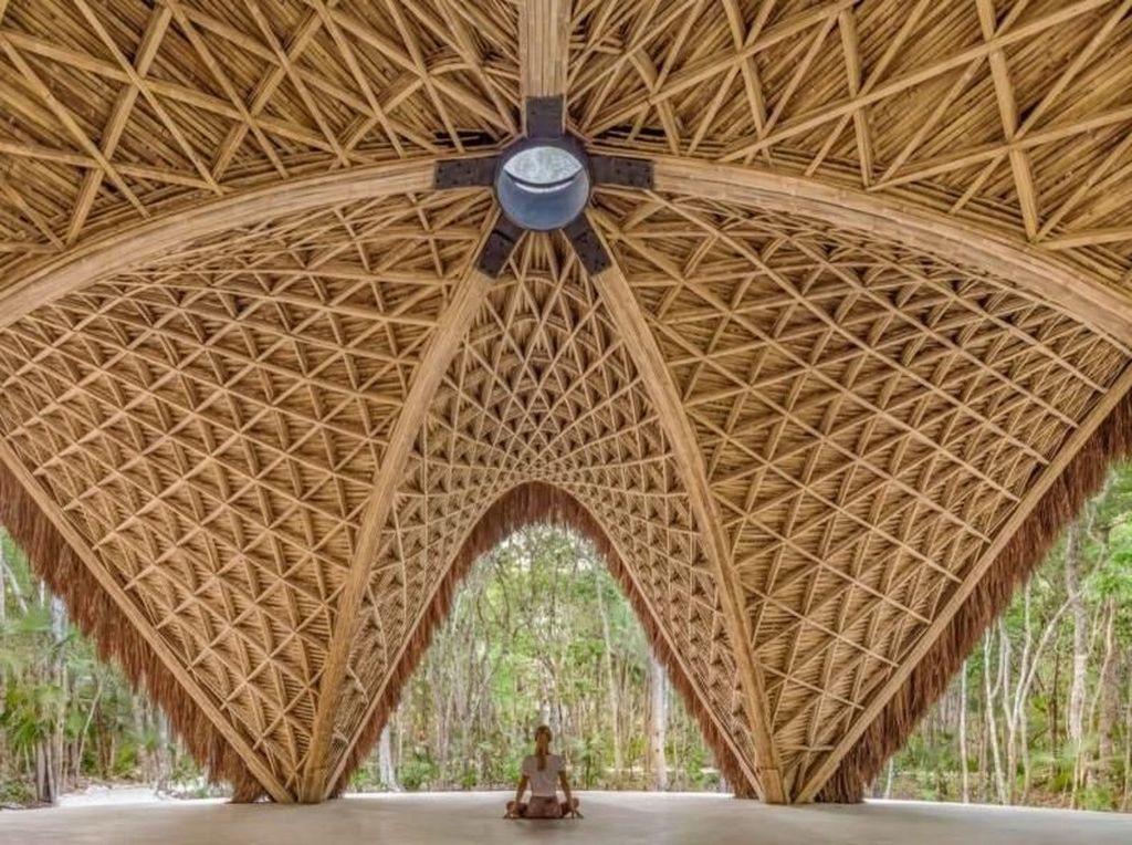 Rumah atau villa pinggir pantai Kota Tulum, Meksiko ini dibangun dengan komponen utama yakni bambu. Inhabitat-CO-LAB Design Office.