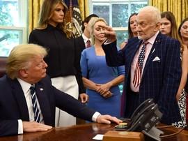 Trump Sambut Astronaut Apollo 11 Buzz Aldrin di Gedung Putih