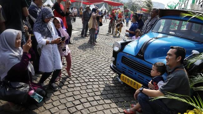 Di hari terakhir atau pada Minggu (21/7), Lebaran Betawi masih akan dimeriahkan dengan Tarian Garapan, Silat Kolosal, Samrah Betawi, Qosidah, dan Band Betawi. (CNN Indonesia/Hesti Rika)