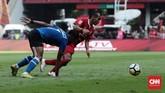 Riko Simanjuntak jadi salah satu pemain Persija Jakarta yang rutin merepotkan barisan pertahanan PSM Makassar. (CNN Indonesia/Andry Novelino)