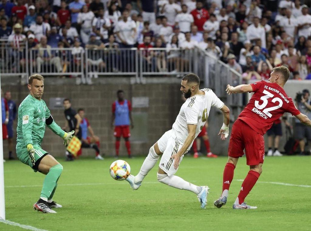 Madrid mendapat peluang pertamanya pada menit ke-11 lewat sepakan jarak dekat Karim Benzema tapi bisa ditepis oleh Manuel Neuer. Empat menit berselang, Madrid kebobolan oleh gol Corentin Tolisso.