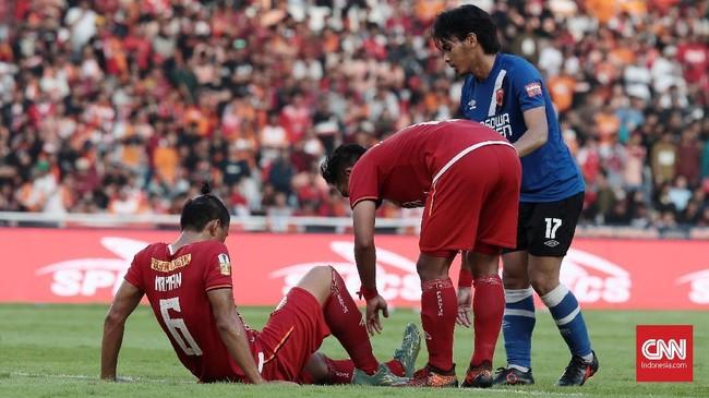 Duel Persija Jakarta vs PSM Makassar berjalan sengit dan sempat memanas karena tempo permainan yang tinggi. (CNN Indonesia/Andry Novelino)