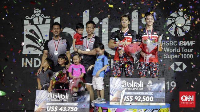 Kevin Tak Iri Marcus dan Ahsan/Hendra Bawa Anak ke Podium
