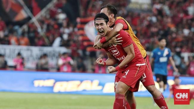 Ryuji Utomo yang masuk sebagai pemain pengganti di babak kedua berhasil membayar kepercayaan dengan mencetak gol semata wayang ke gawang PSM. (CNN Indonesia/Andry Novelino)