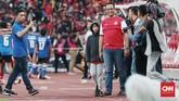 Leg pertama final Piala Indonesia 2019 antara Persija Jakarta vs PSM Makassar juga turut dihadiri Gubernur DKI Jakarta Anies Baswedan. (CNN Indonesia/Andry Novelino)
