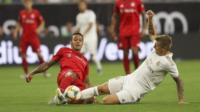 Corentin Tolisso (kiri) berhasil membawa Bayern Munchen unggul 1-0 atas Real Madrid di babak pertama. (Thomas B. Shea/USA TODAY Sports)