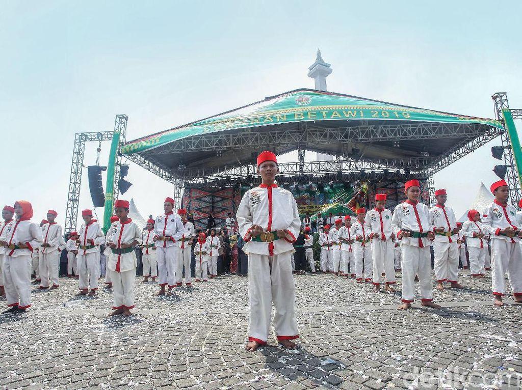 Ragam budaya khas Betawi ditampilkan.