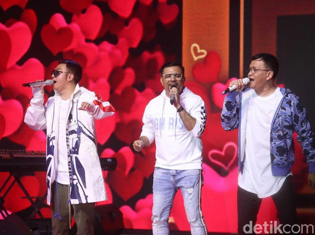 Kahitna akan melantunkan lagu di dalam arena Istora, kompleks GBK, Senayan.