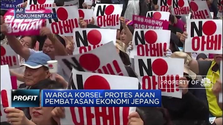 Tensi politik antara Korea Selatan (Korsel) dan Jepang berujung pada ternodainya hubungan dagang antara kedua negara.