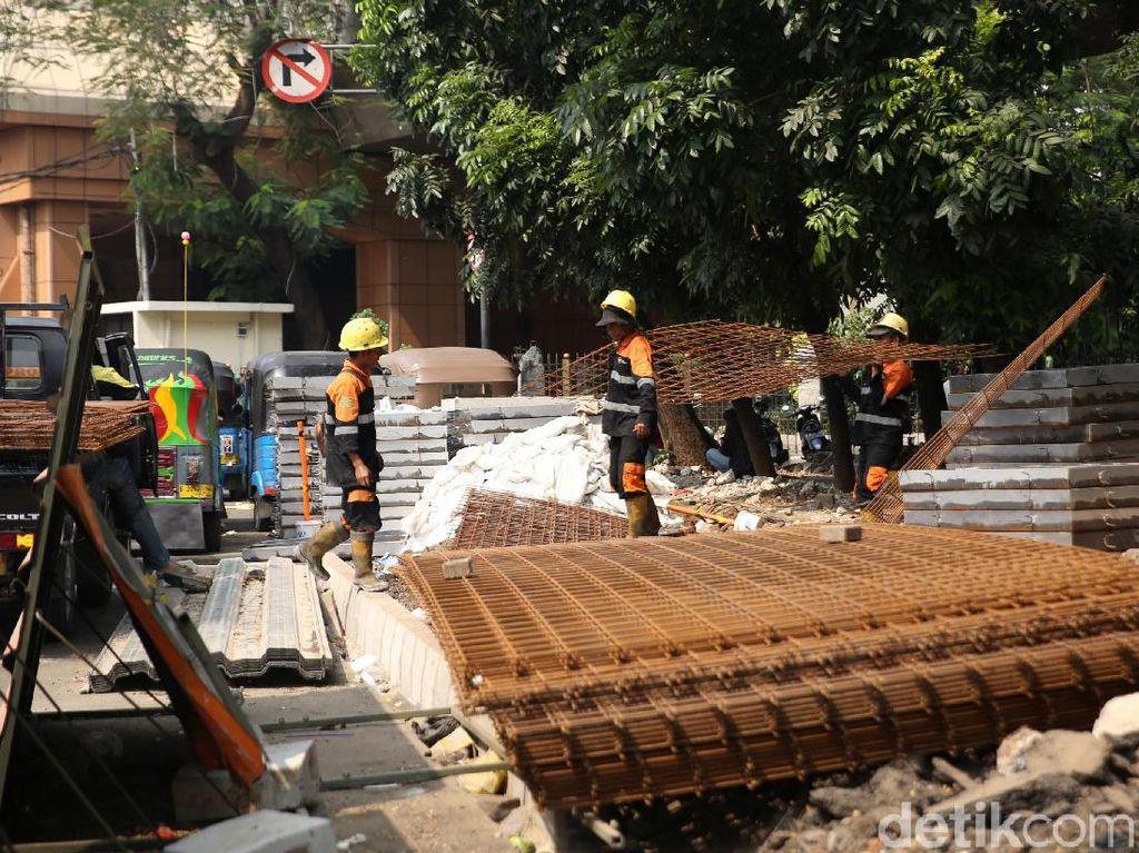 Menanggapi pro dan kontra terkait revitalisasi trotoar di Cikini tersebut, Dinas Bina Marga DKI Jakarta, Hari, mengatakan kawasan Cikini memang ingin mengutamakan pejalan kaki. Dia menyebut hal ini sebagai wajah baru Jakarta.