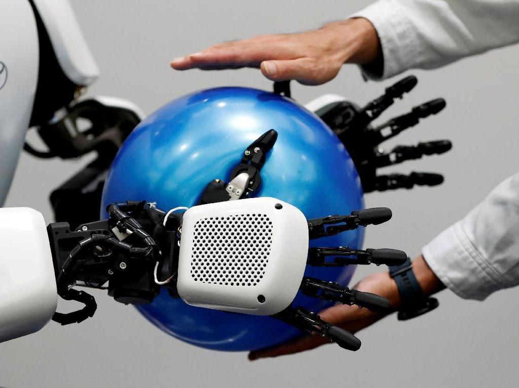 Beragam robot canggih itu akan digunakan untuk membantu penyelenggaraan Olimpiade Tokyo 2020 dan Paralimpiade 2020 mendatang.