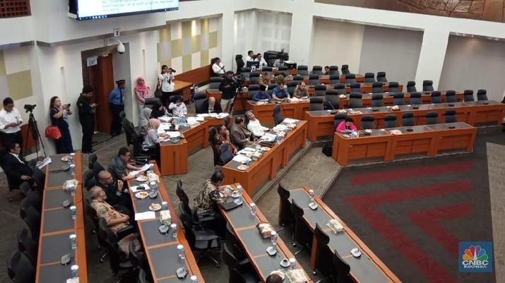 Badan Anggaran DPR RI menggelar rapat kerja dengan Menteri Keuangan RI dan Gubernur Bank Indonesia (CNBC Inonesia/ Yanurisa Ananta)