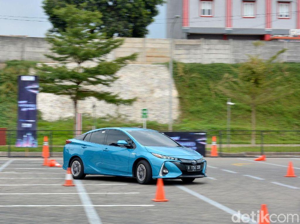 Mobil Listrik Tak Perlu Suara, Masih Ada Klakson dan Lampu