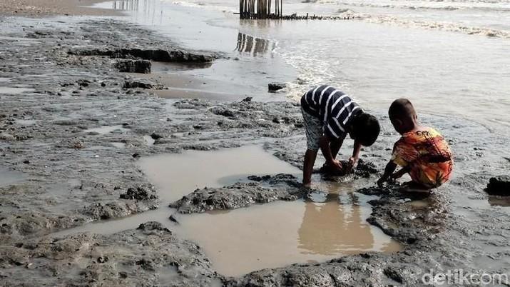 Hasil gambar untuk Tumpahan Minyak Pertamina DI kARAWANG
