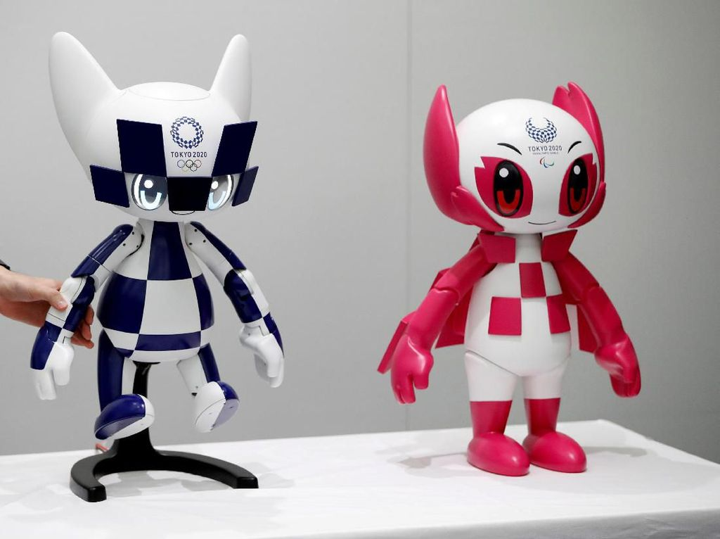Robot maskot Olimpiade Tokyo 2020, Miraitowa dan robot maskot Paralimpiade 2020, Someity dipamerkan kepada publik jelang penyelenggaraan pesta olahraga internasional tersebut di Jepang.