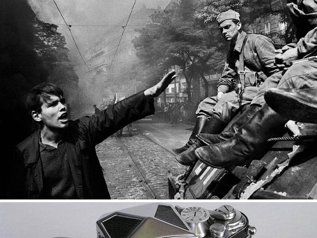 Invasion 68: Prague (1968) karya Josef Koudelka menggunakan kamera Exacta Varex. Foto: Bored Panda