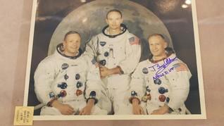 Cara Neil Armstrong cs Buang Air Kecil Saat di Bulan