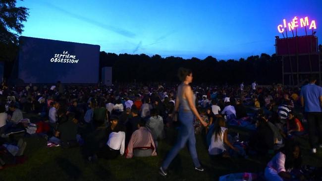 Festival ini berlangsung sejak akhir Juli sampai akhir Agustus, kebanyakan lebih dari 30 hari, di halaman Prairie du Triangle di Paris. (PHILIPPE LOPEZ / AFP)