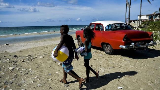 FOTO: Mimpi Penduduk Kuba ke Pantai