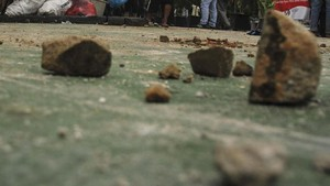 Aksi Massa di Timika, Gedung DPRD Mimika Dilempari Batu