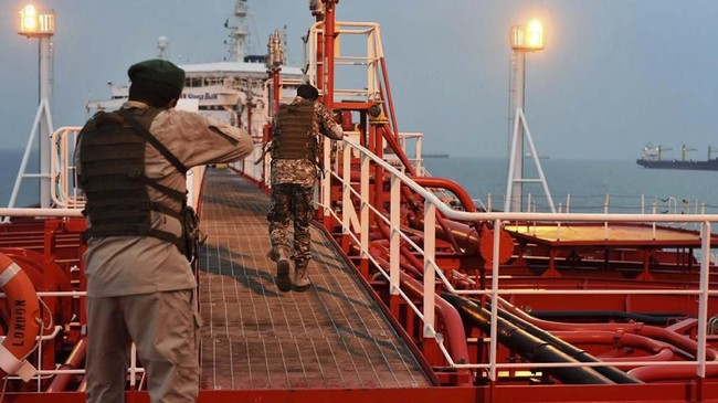 Wakil Menteri Pertahanan Inggris, Tobias Ellwood menyatakan pemerintahannya tengah mempertimbangkan berbagai opsi untuk merespons insiden ini. (Morteza Akhoondi/Mehr News Agency via AP)
